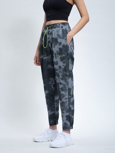 VOI - OVERSIZED SPRAY DYE TAPERED PANTS