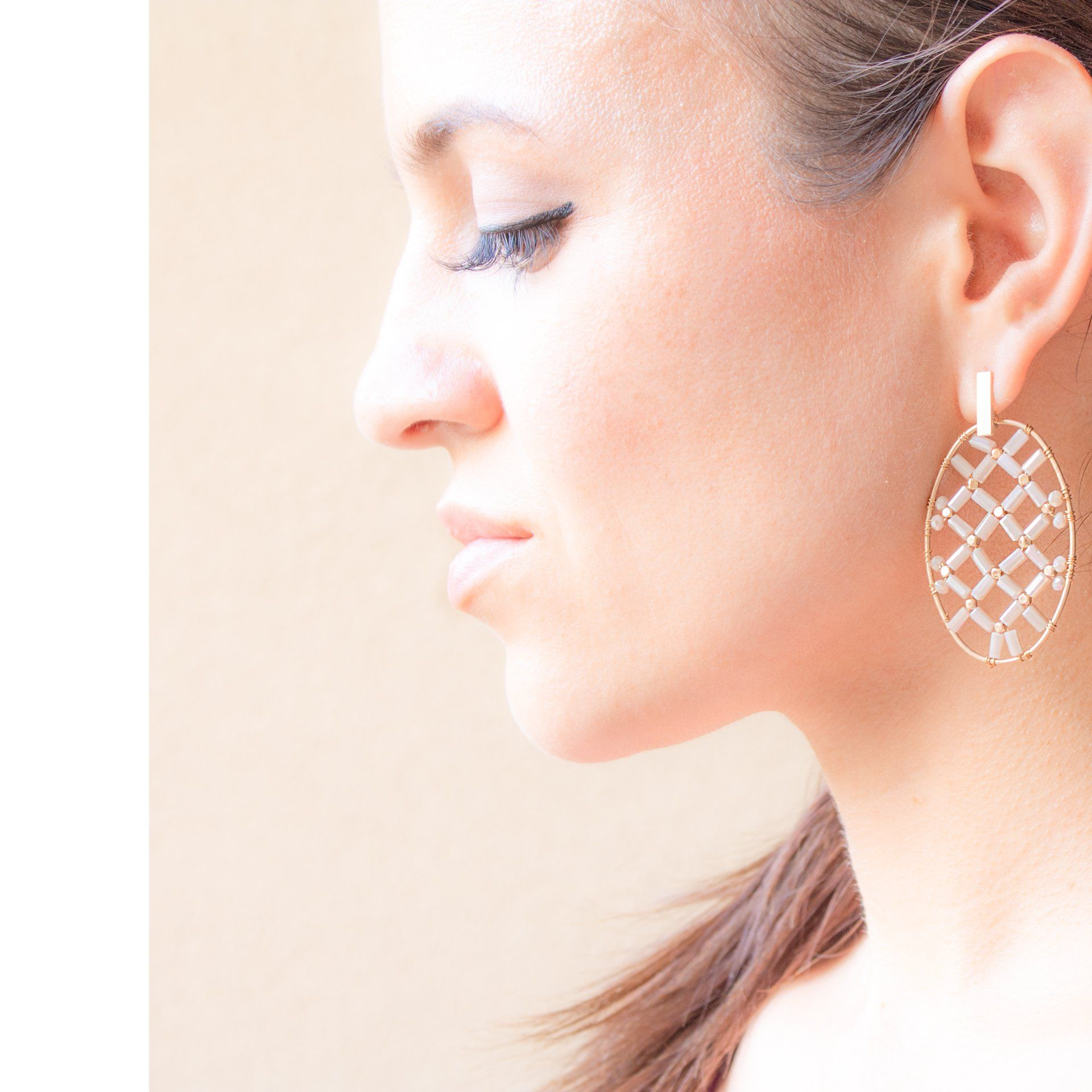 Women's Fashion Beaded Earrings In Taupe
