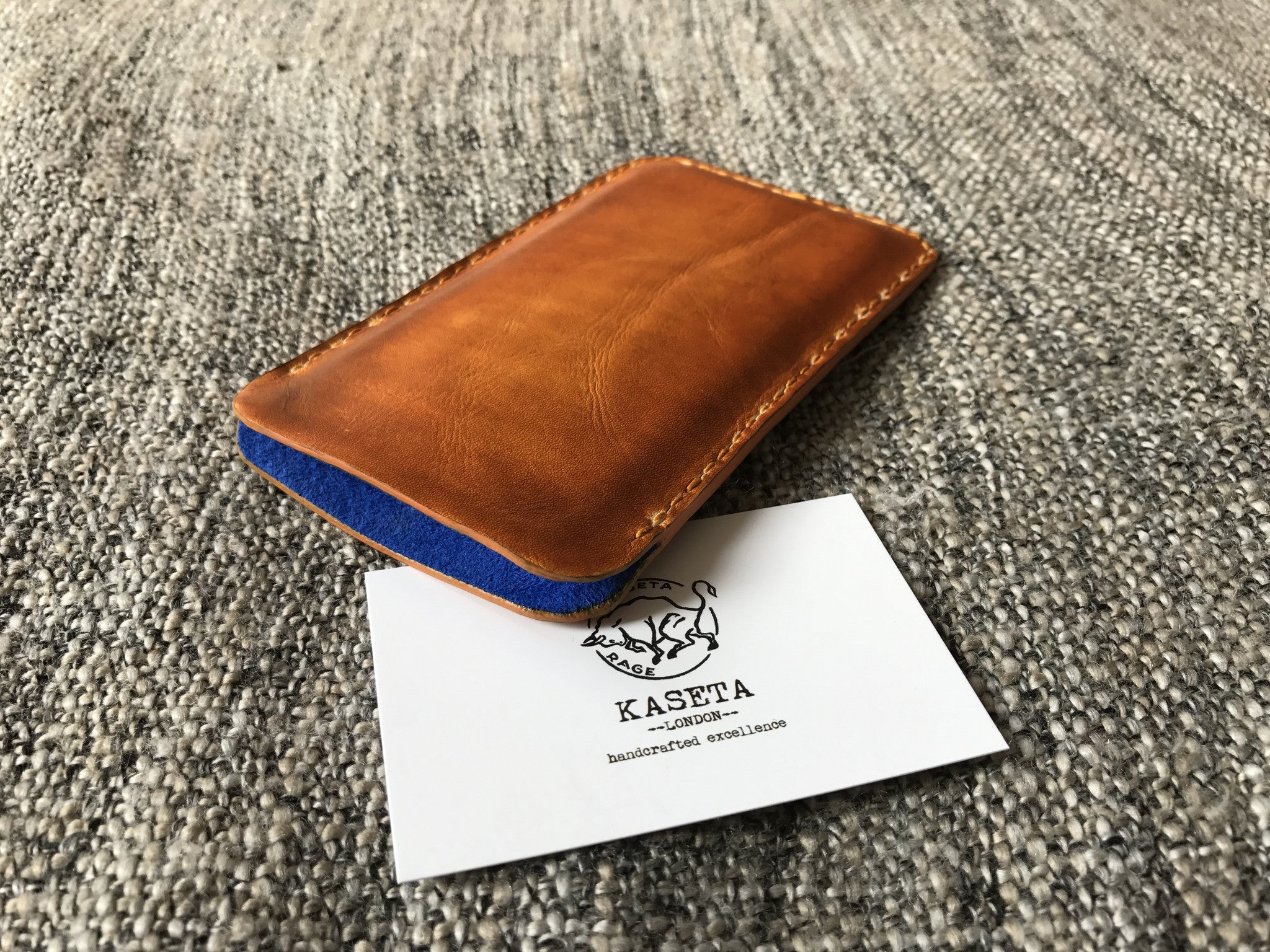 factory authentic 2d2e3 dca9e iPhone 8, 7, 6 Leather Sleeve, Leather pouch 'Old Tan' - Kaseta