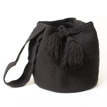 Large black unicolor Wayuu bag