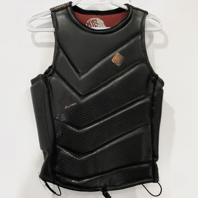 USED Mystic D30 Force Vest M front