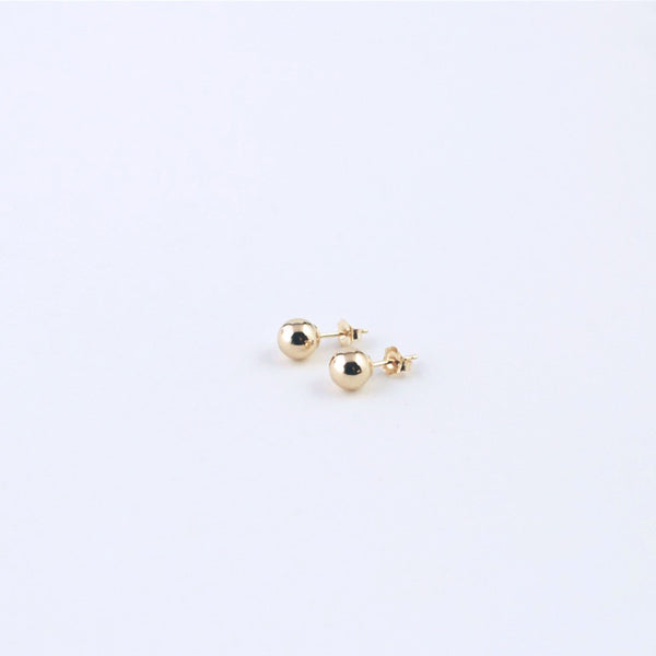 Round 14k yellow gold stud earrings