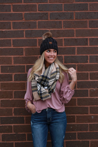 PLEATED PLAID SCARF: CAMEL