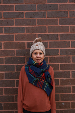 PLEATED PLAID SCARF: NAVY
