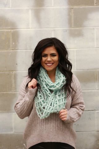 MESH INFINITY SCARF: MINT
