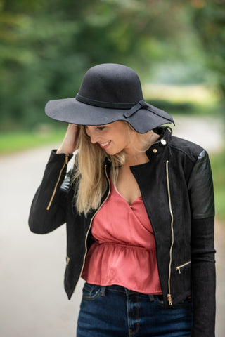 BOW MY WAY HAT: BLACK