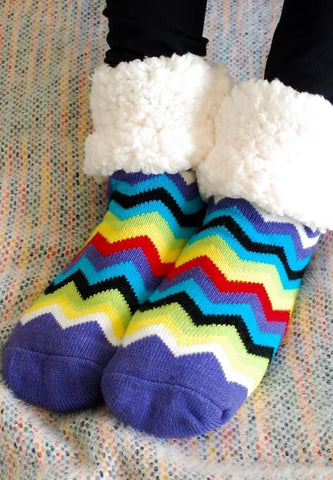 PUDUS SLIPPER SOCKS: RAINBOW CHEVRON