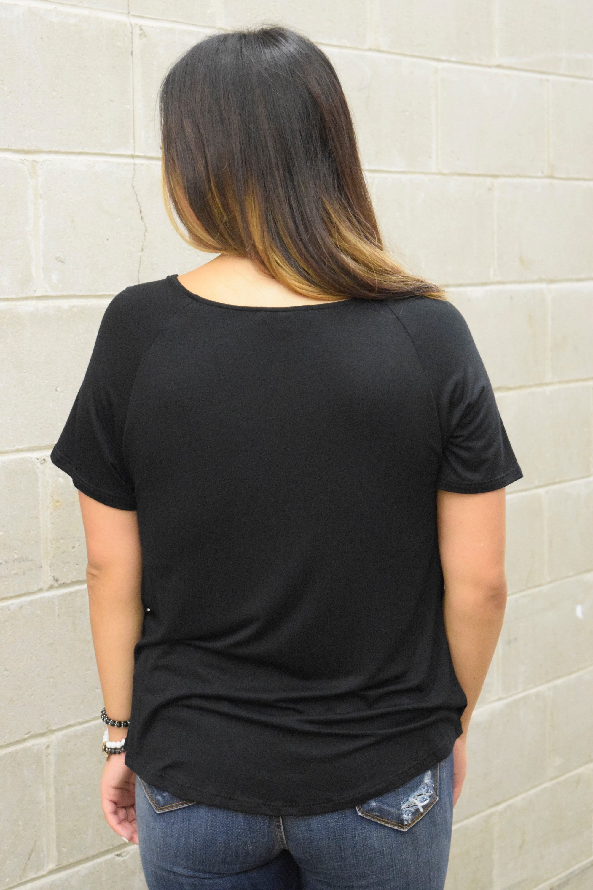 ALL THE RIGHT BASICS BLACK TWIST TEE