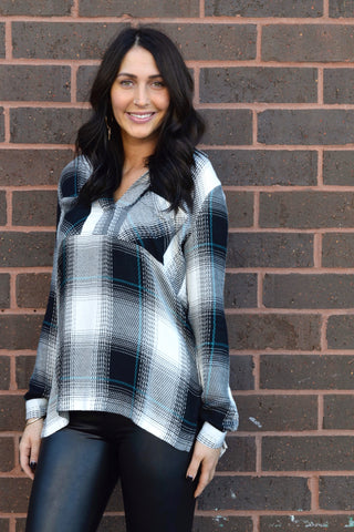 PLAID ABOUT YOU BLACK & WHITE TOP
