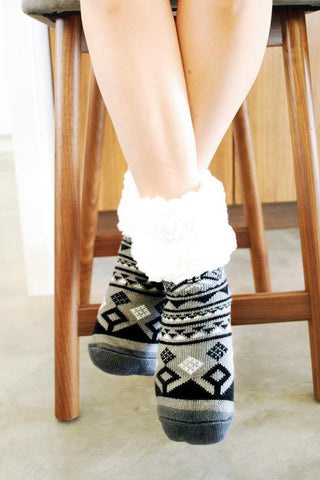 PUDUS SLIPPER SOCKS: GEOMETRIC BLACK