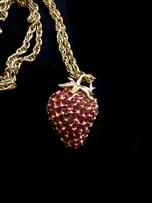 50s Sparkling Deep Red Crystal Glass Rhinestone 3D Gold Tone Strawberry Brooch Pin Pendant Chain Necklace, Festival Party Summer Jewelry Pin
