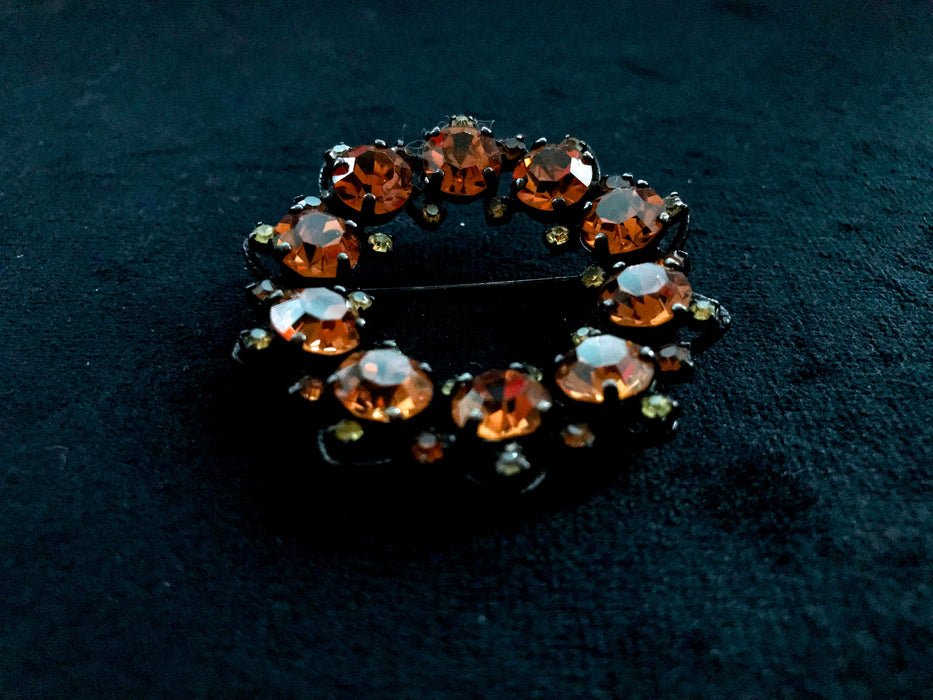 60s Joseph Warner Signed Orange Honey Caramel Topaz & Green Peridot Rhinestone Japanned Black Metal Round Scarf Shawl Hat Lapel Brooch Pin