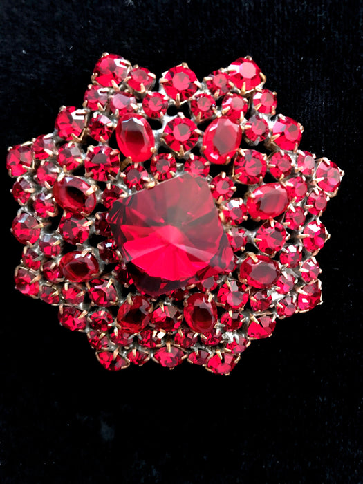 Old Czech Crystal Garnet Glass Star Brooch, Red Rhinestone Xmas Star Mardi Gras Carnival New Year Brooch Pin, Red Glass Polygon Lapel Pin