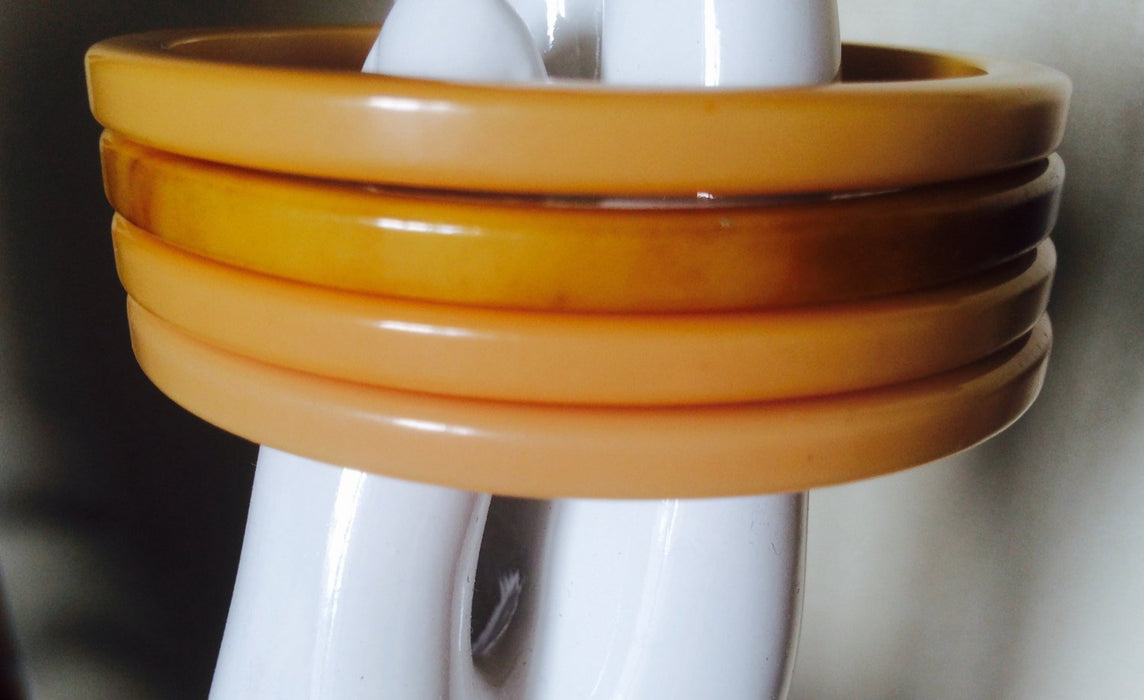 Set of 4 Vintage Bakelite matching creamy butterscotch caramel color Brown Marbled bangles Sliced cut Spacer size bracelets Tested Authentic