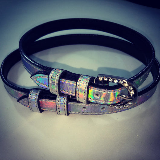 Holographic spur straps