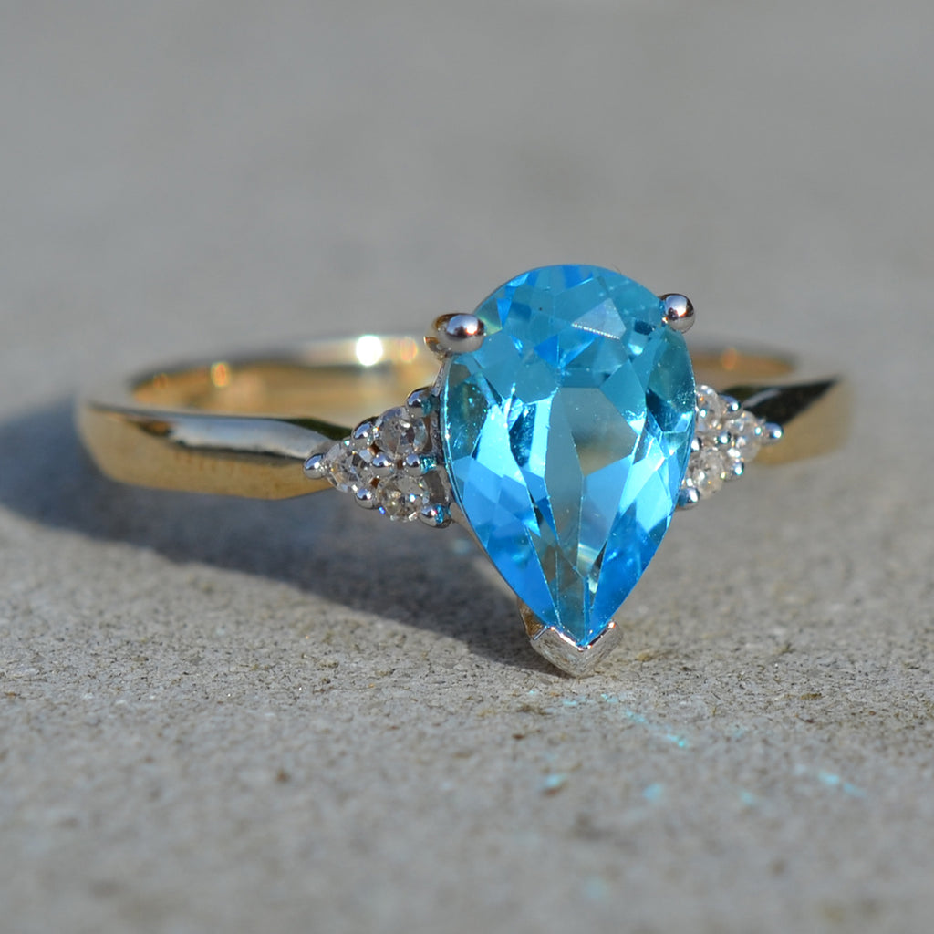9ct Yellow Gold Blue Topaz & Diamond Dress Ring