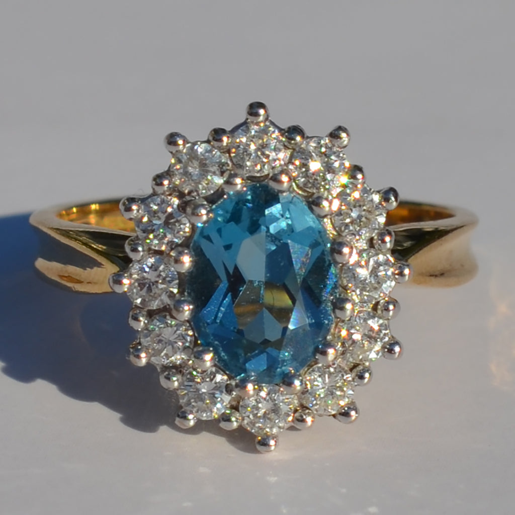 Secondhand 18ct Yellow Gold Blue Topaz & Diamond Cluster Ring