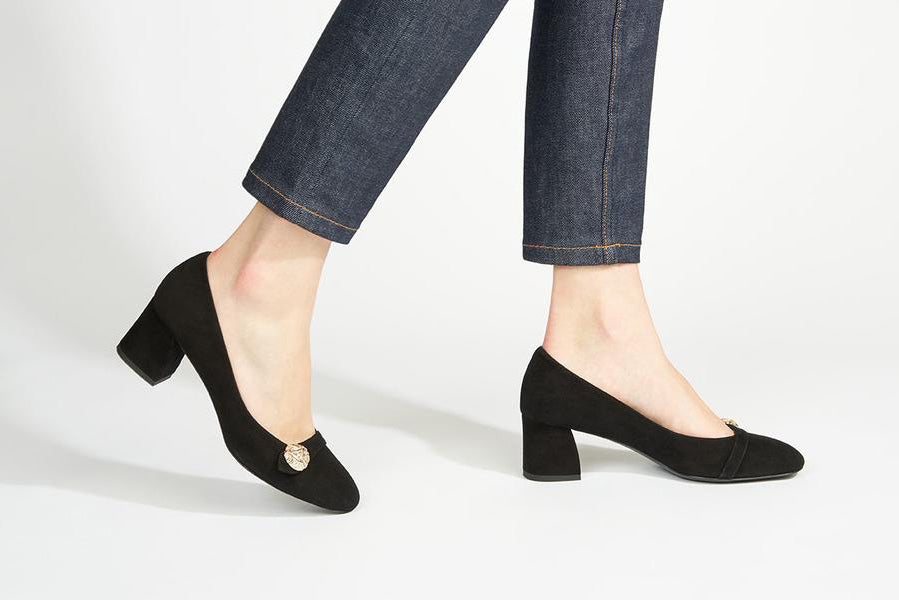 Black suede leather block-heel pump