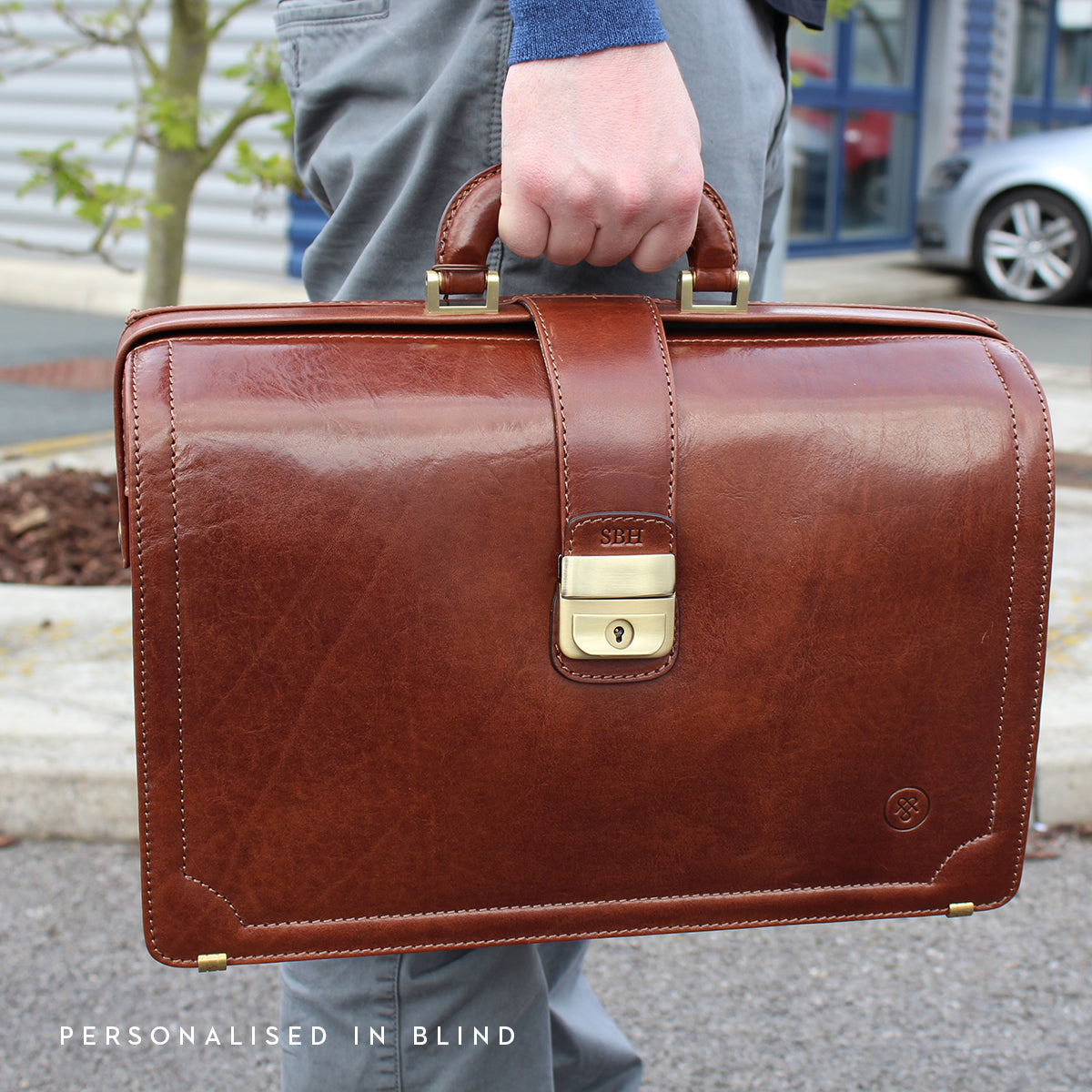Image 9 of the 'Basilio' Black Veg-Tanned Leather Executive Briefcase