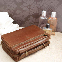 Image 8 of the 'Cascina' Chocolate Veg-Tanned Leather Makeup Case