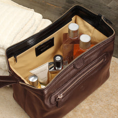 Image 7 of the 'Duno L'  Brown Veg-Tanned Leather Wash Bag