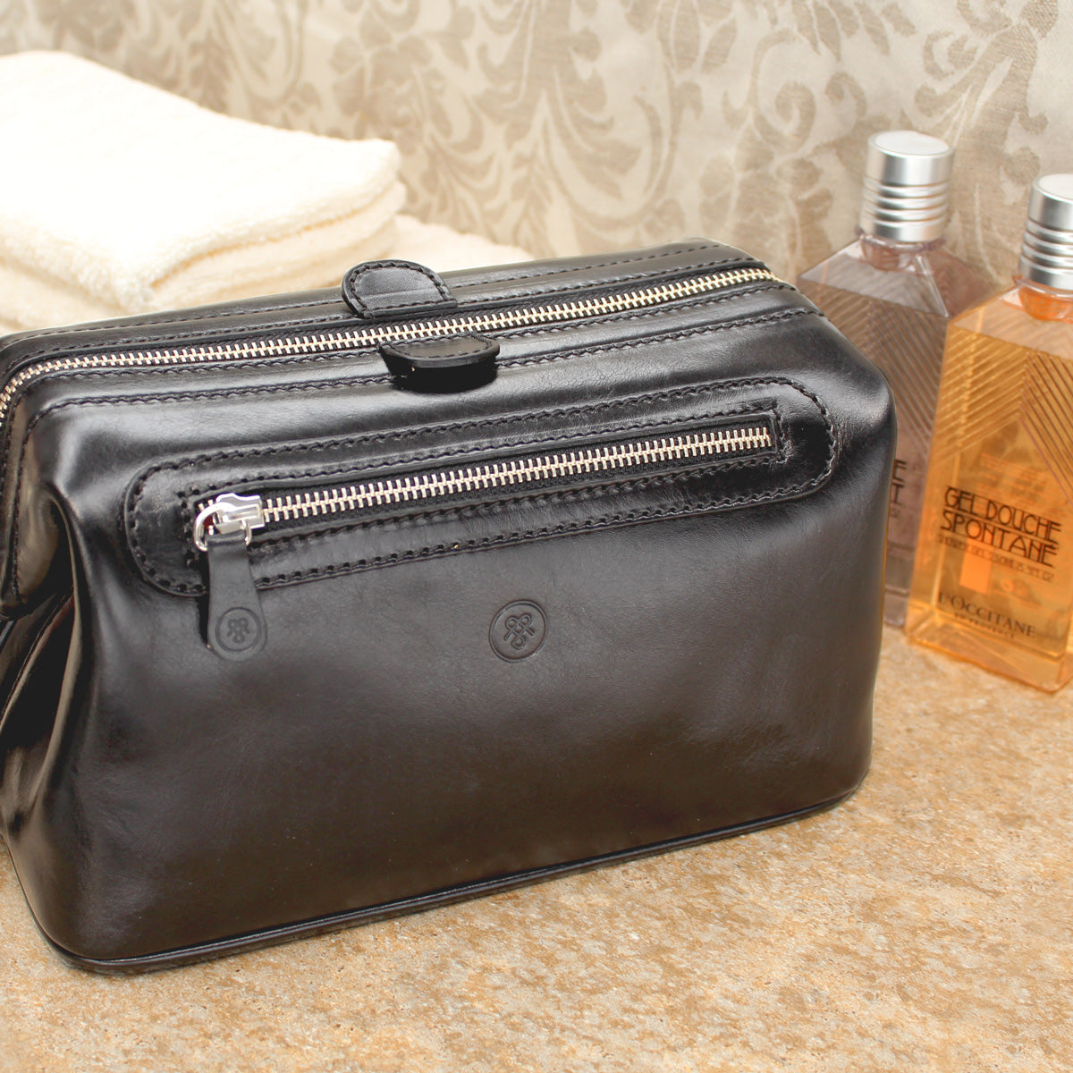 Image 7 of the 'Duno L'  Black Veg-Tanned Leather Wash Bag