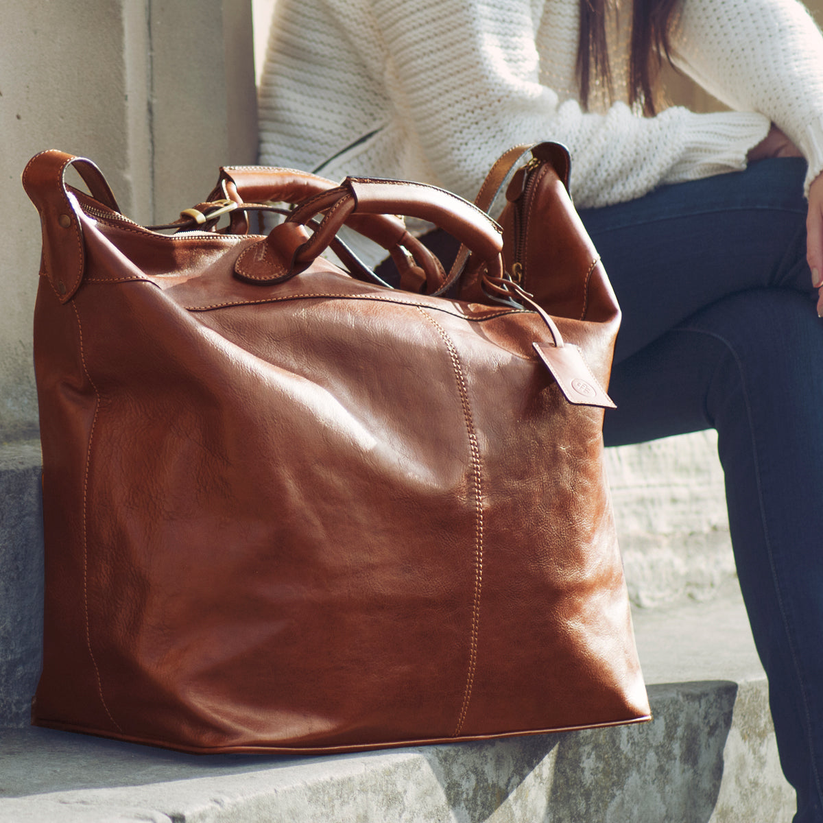 Image 8 of the 'Fabrizio' Chestnut Veg-Tanned Leather Holdall