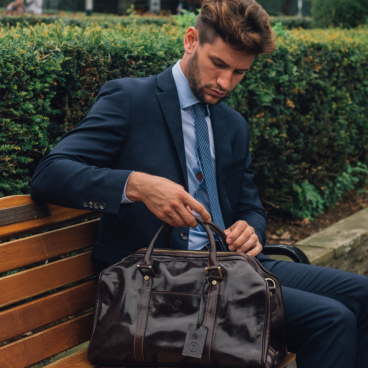 Image 9 of the 'Flero' Compact Black Veg-Tanned Leather Holdall