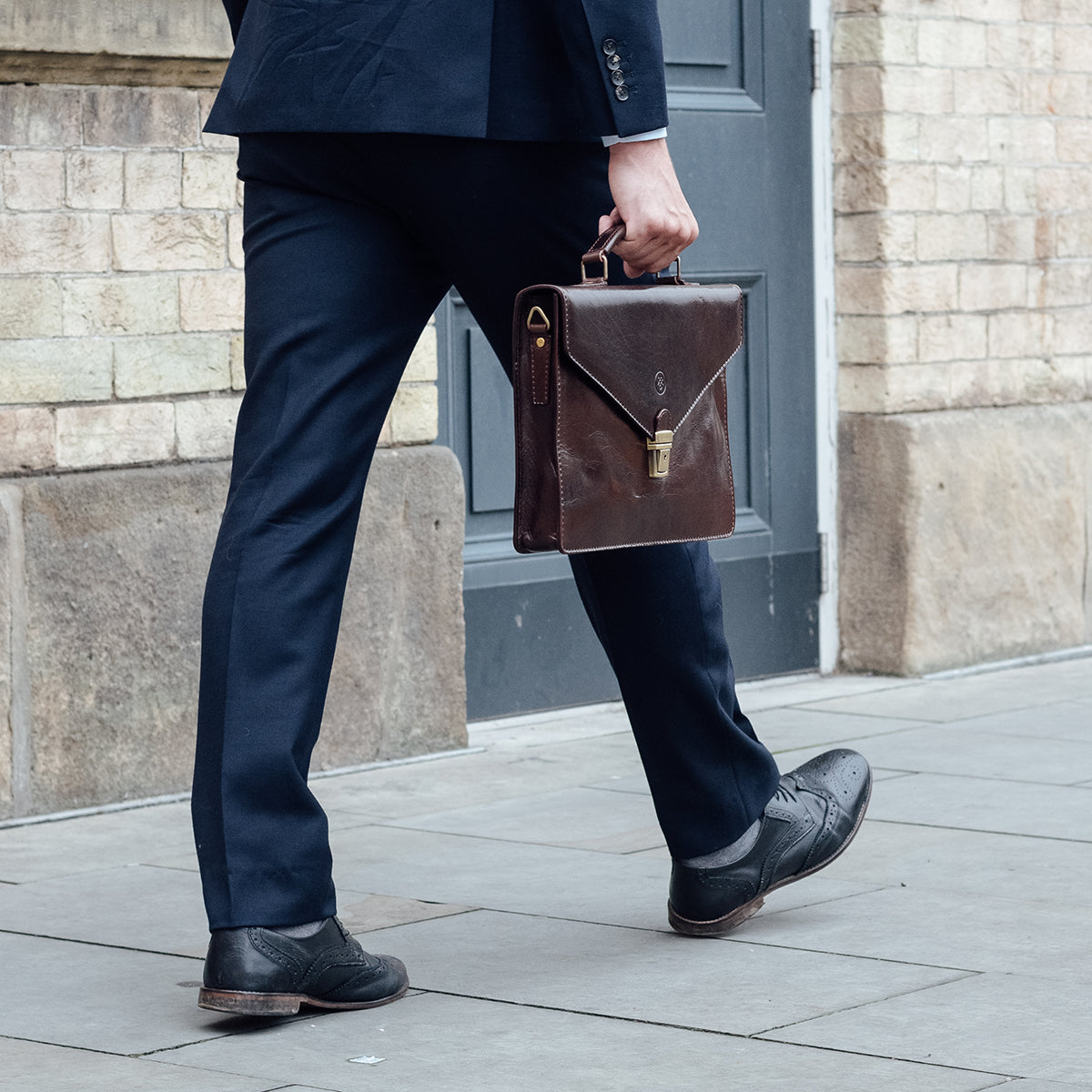 Image 8 of the 'Lorenzo' Chestnut Veg-Tanned Slim Briefcase