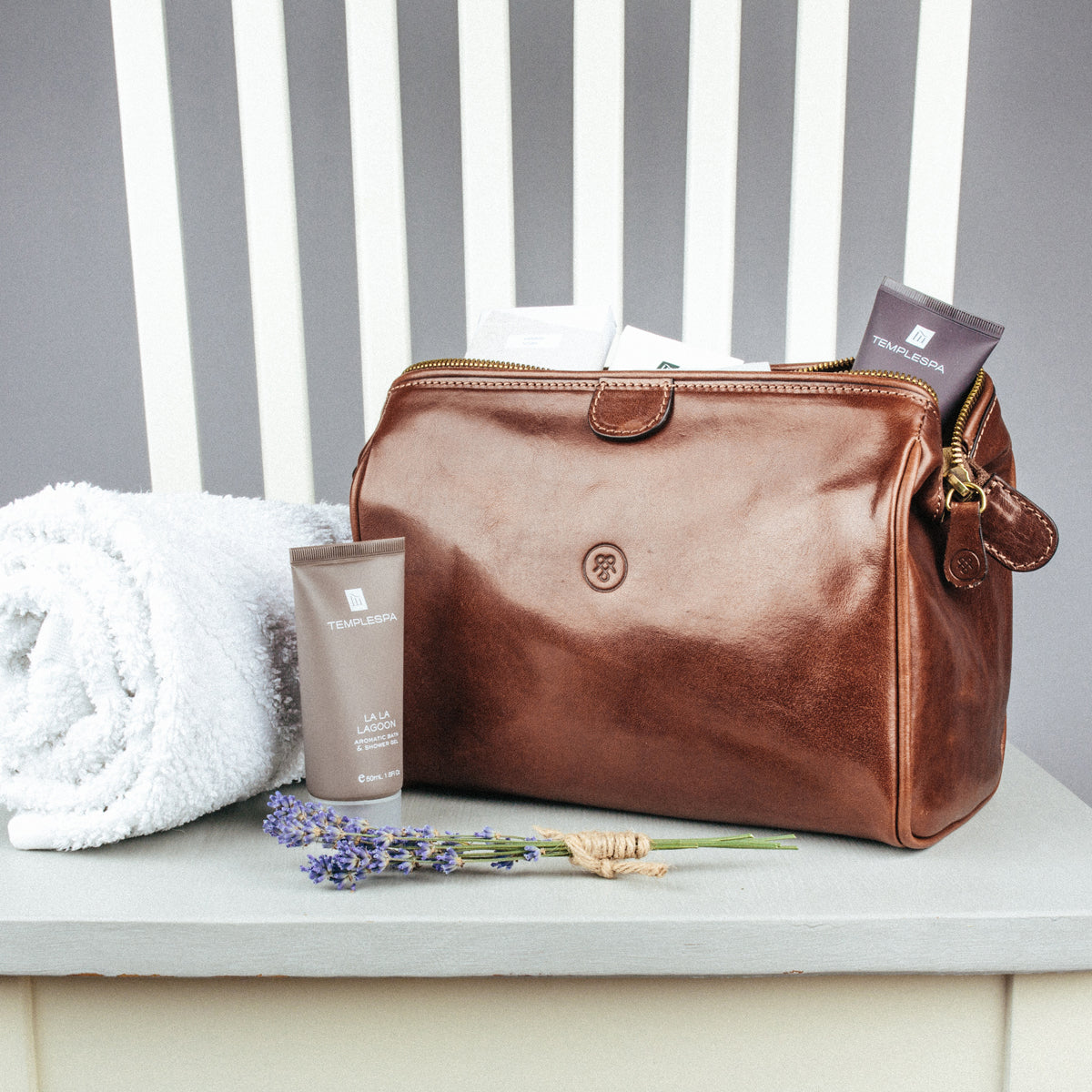 Image 7 of the 'Duno' Chocolate Veg-Tanned Leather Wash Bag