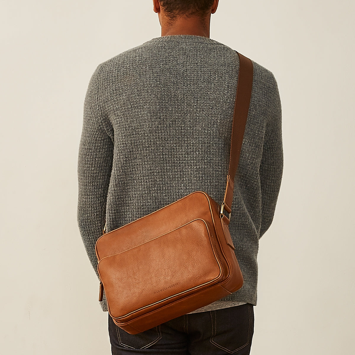 Image 8 of the 'SantinoM' Men's Italian Black Leather Messenger Bag