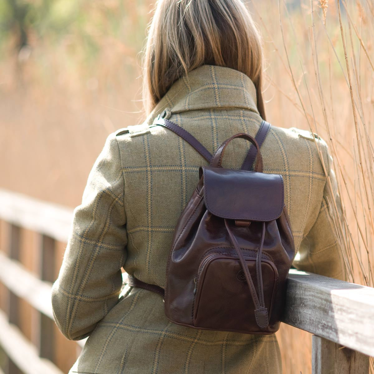 Image 6 of the 'Popolo' Compact Dark Chocolate Veg-Tanned Leather Shoulder Bag