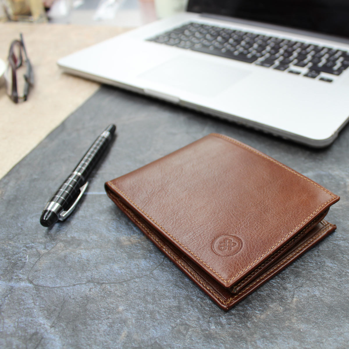Image 8 of the 'Gallucio' Chestnut Veg-Tanned Leather Tri Fold Credit Card Wallet