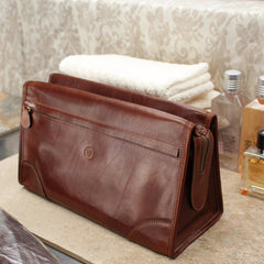 Image 7 of the 'Tanta' Chestnut Veg-Tanned Leather Wash Bag