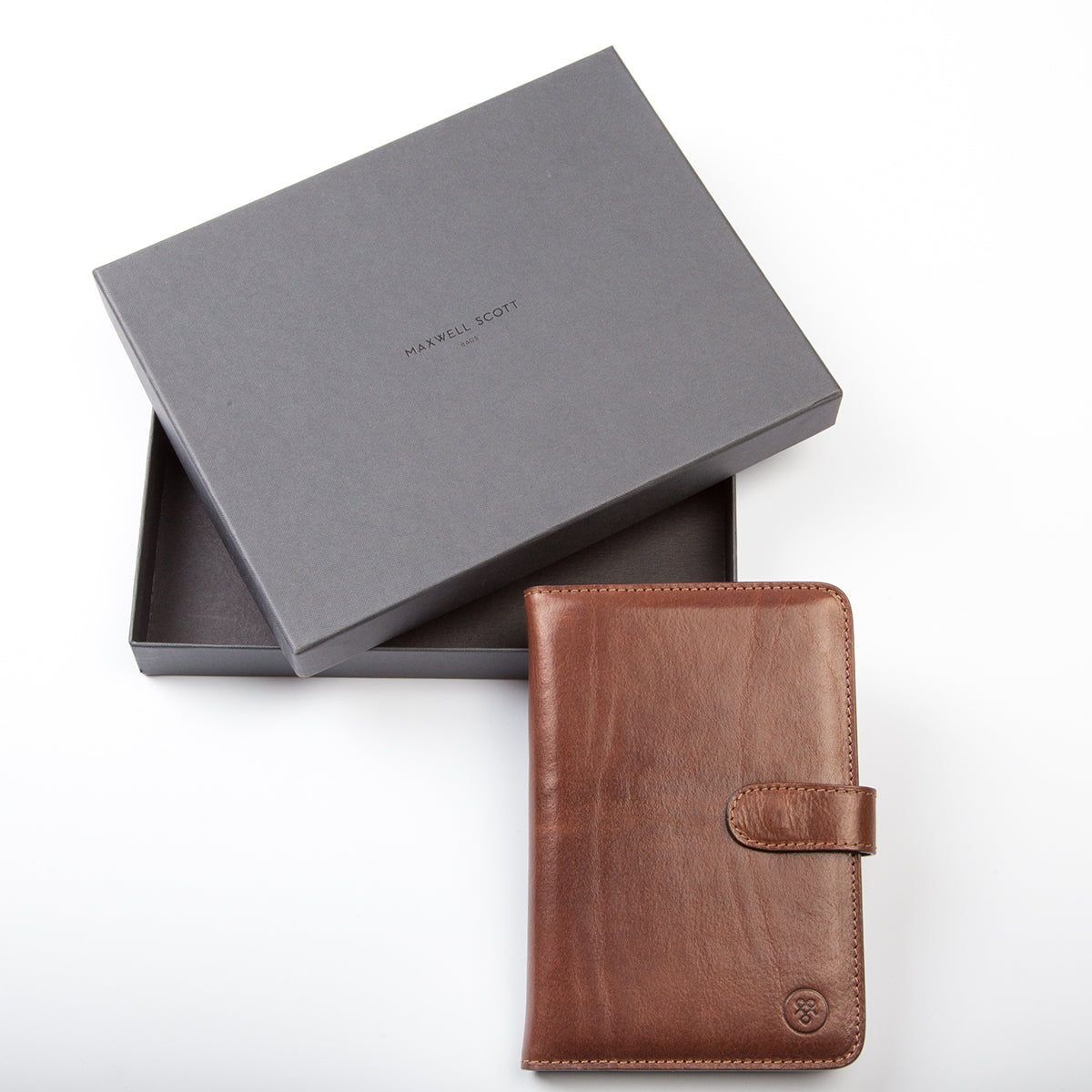 Image 6 of the 'Vieste' Chestnut Veg-Tanned Leather Travel Wallet