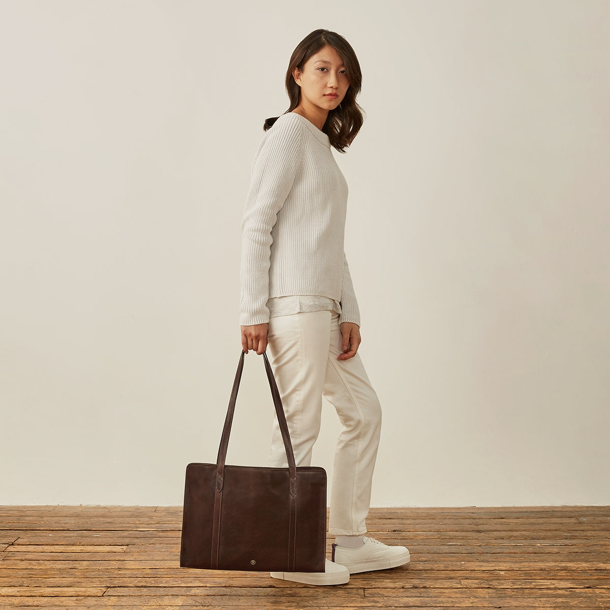 Image 8 of the 'Rivara' Large Dark Chocolate Veg-Tanned Leather Shoulder Bag