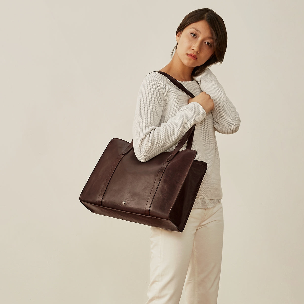 Image 7 of the 'Rivara' Large Dark Chocolate Veg-Tanned Leather Shoulder Bag