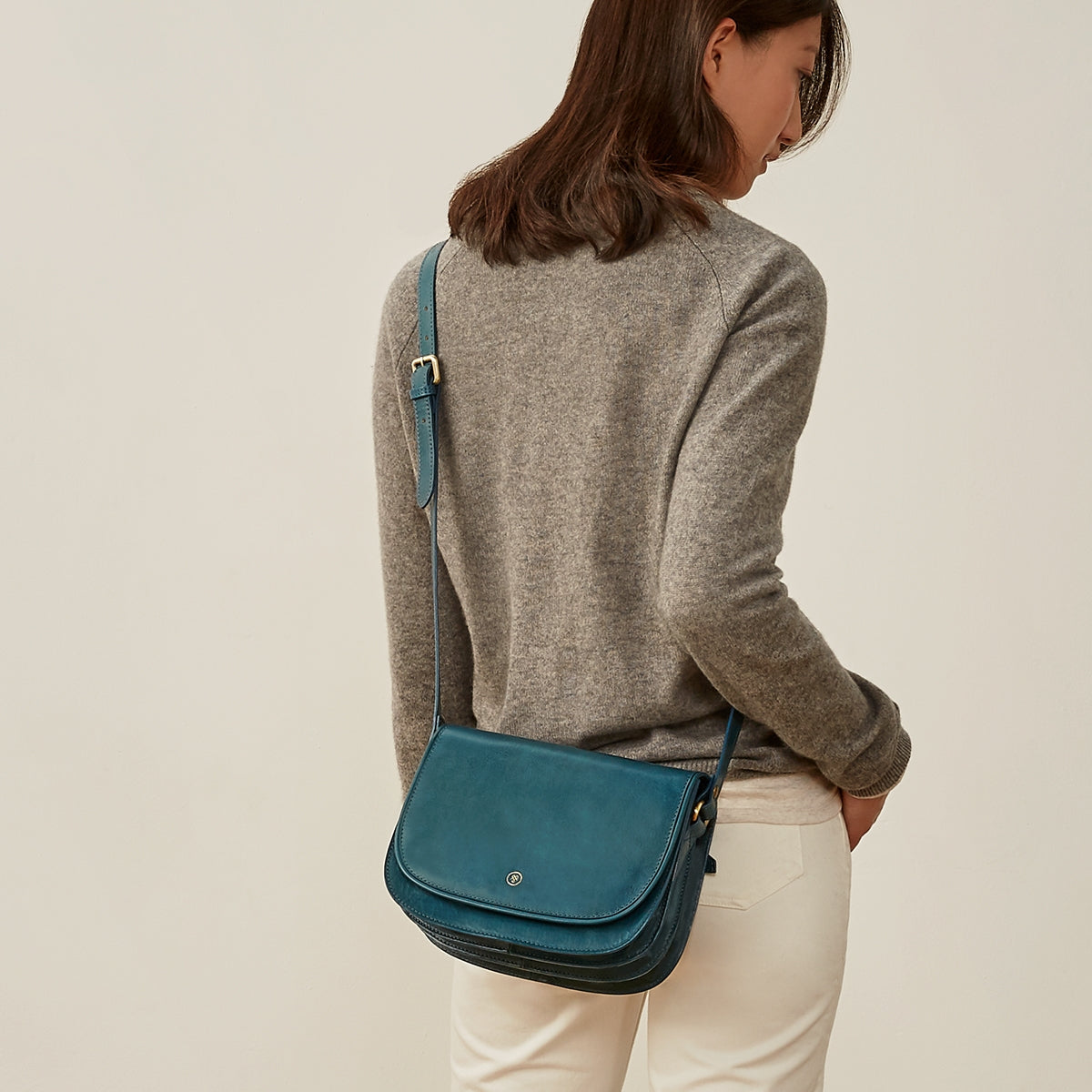 Image 7 of the 'MedollaM' Petrol Leather Women's Saddle Bag