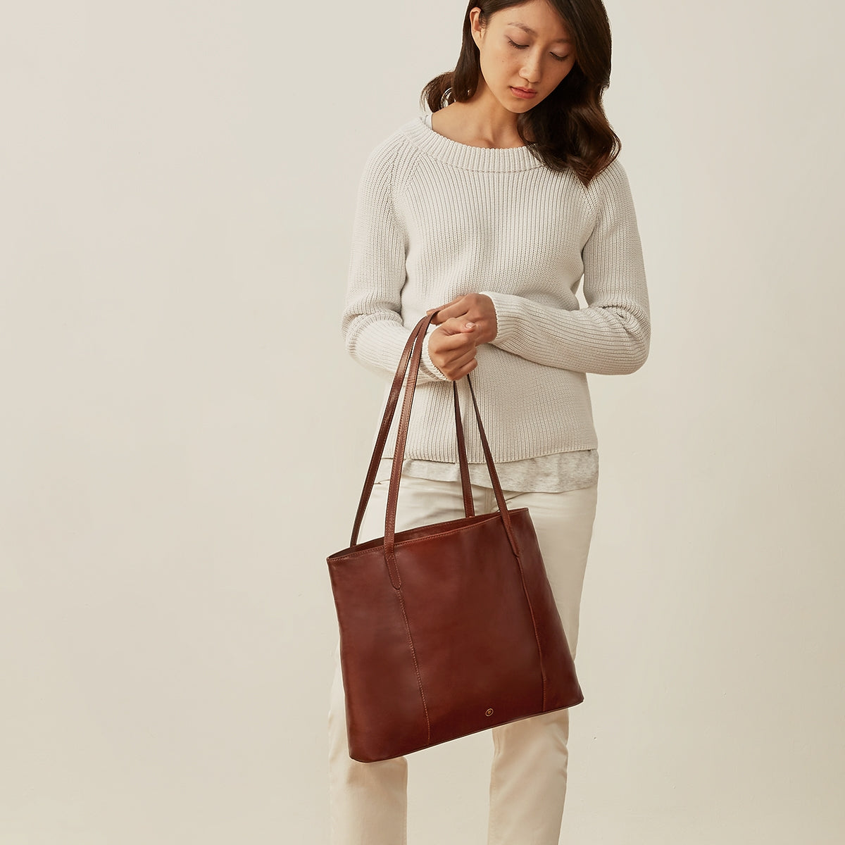 Image 8 of the 'Athenea' Chestnut Veg-Tanned Leather Shopper