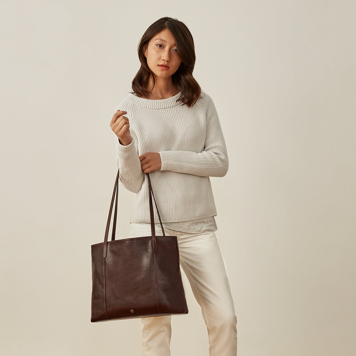 Image 7 of the 'Athenea' Dark Chocolate Veg-Tanned Leather Shopper