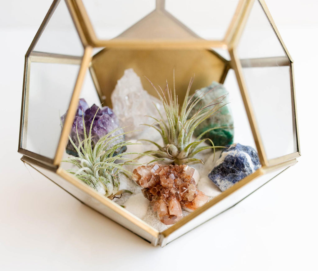 5 of the Prettiest Crystal DIY Projects