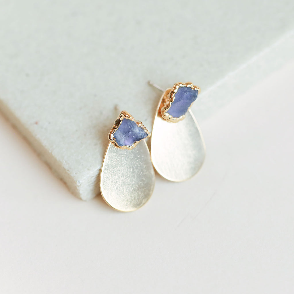 Keep your look chic and polished with these teardrop disc earrings