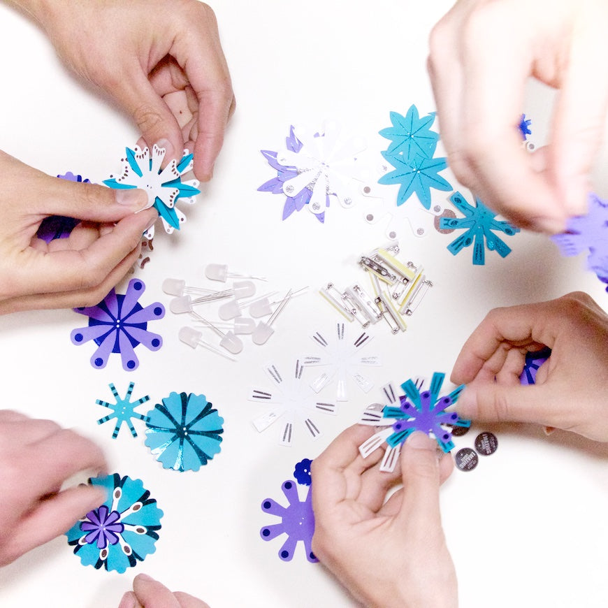 DIY Light Up Flashy Flowers Kit – Blues