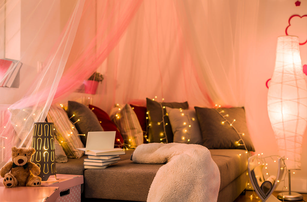 Glamorous teen bedroom decor