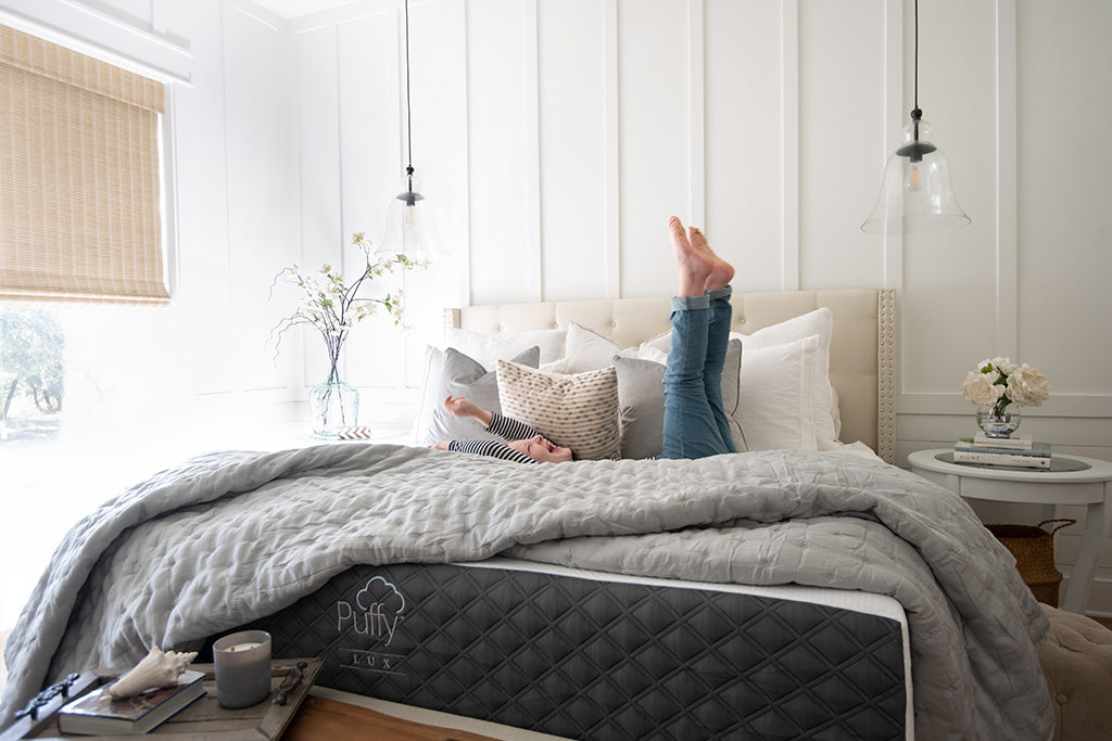 Describe the style and comfort of the Puffy Lux Mattress