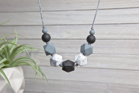 Emmy Silicone Teething Necklace - Ebony