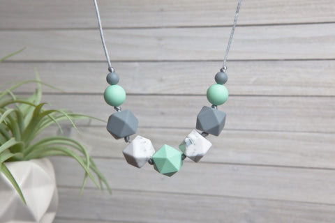 Emmy Silicone Teething Necklace - Mint Essence