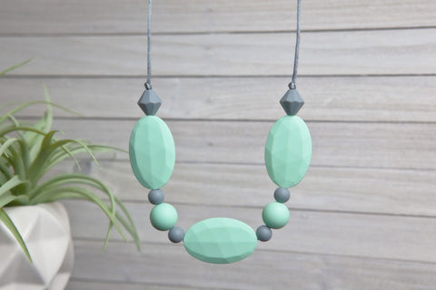 Adelyn Silicone Teething Necklace - Mint Essence