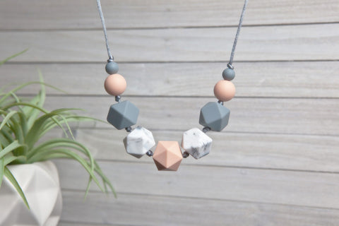 Emmy Silicone Teething Necklace - Georgia Peach