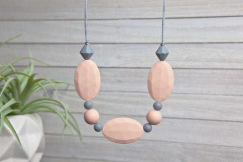 Adelyn Silicone Teething Necklace - Georgia Peach